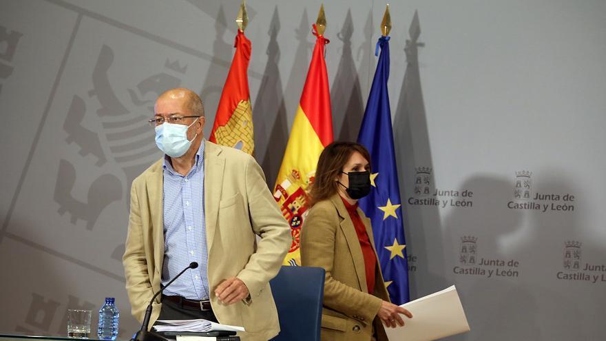 """Castilla y León no adelantará las segundas dosis de AstraZeneca porque """"la cepa india está controlada"""""""