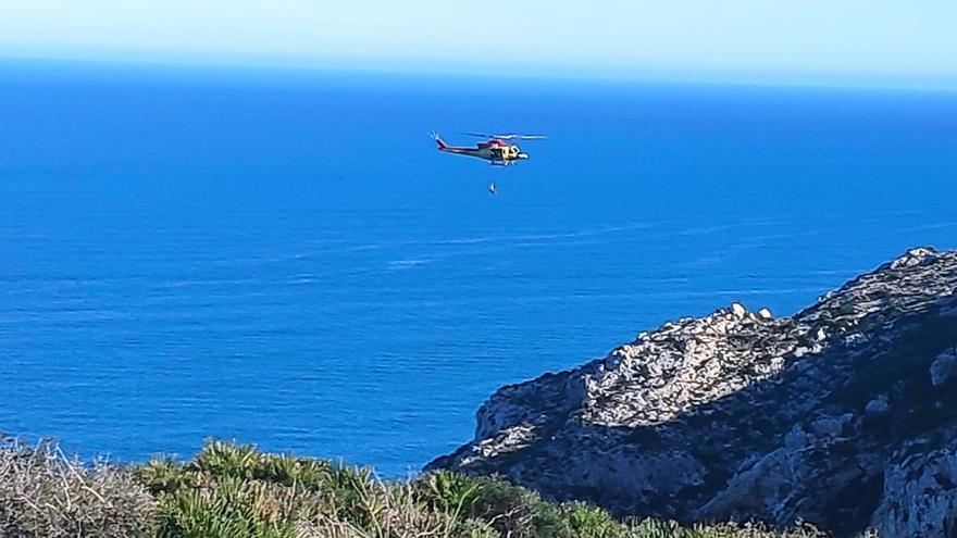 Un pescador se precipita desde 20 metros en el Barranc de la Foradada de Xàbia