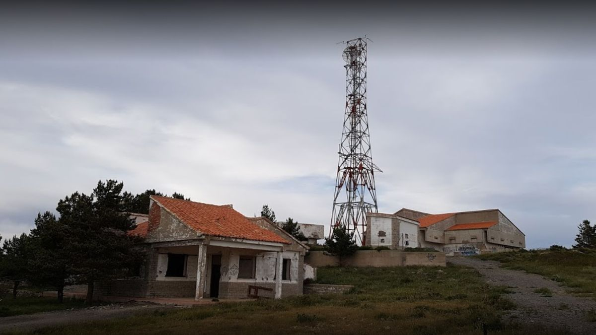 Imagen del punto geodésico del Vértice de la Salada, concretamente en la antigua base militar de El Toro.
