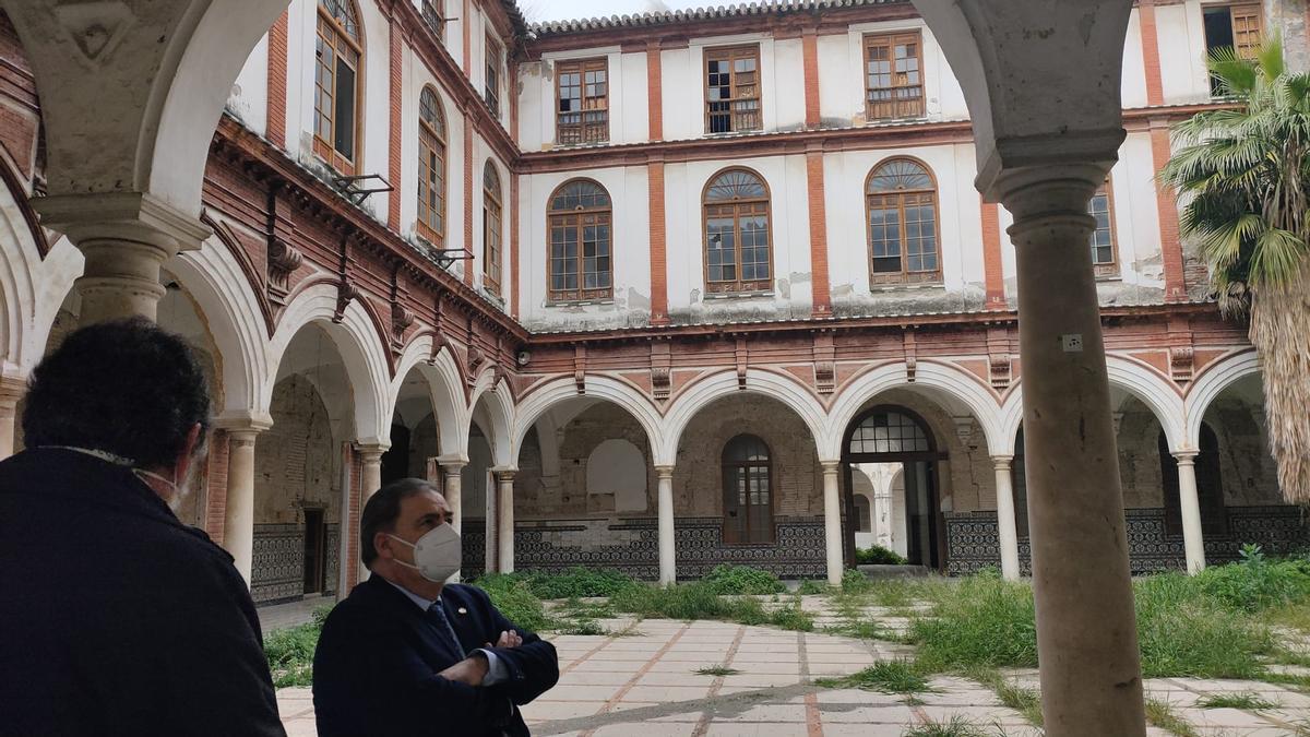 El subdelegado ha visitado hoy el convento.