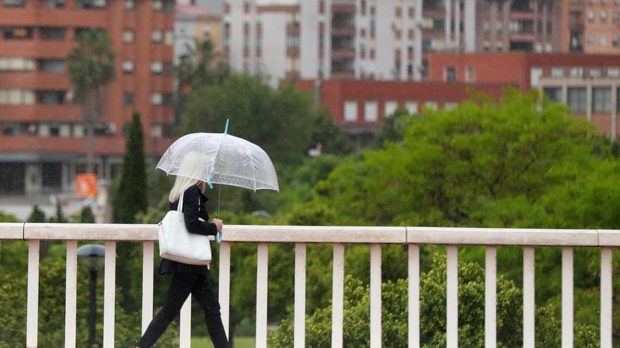 Vuelve la lluvia y se desploma la temperatura en València en las próximas horas