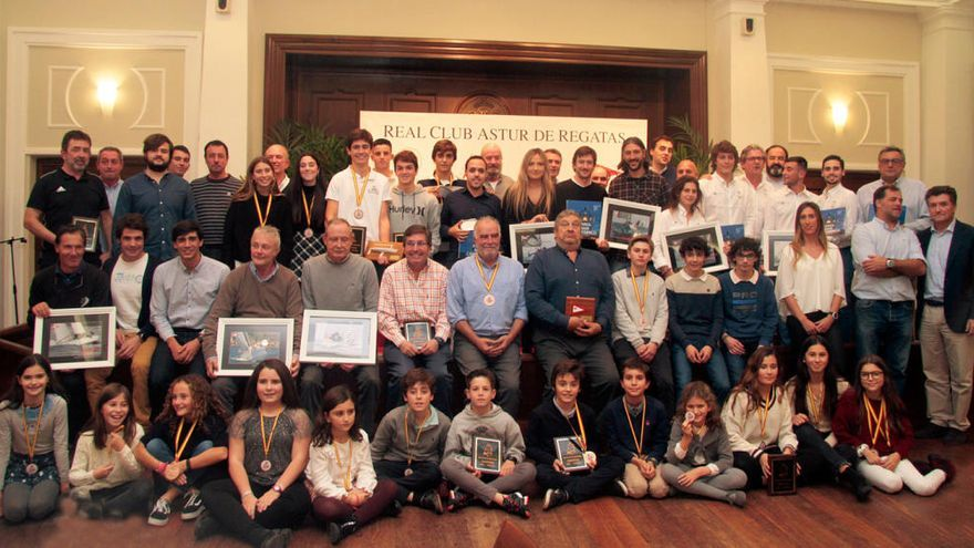 El Club de Regatas entrega los trofeos del año en su tradicional gala anual