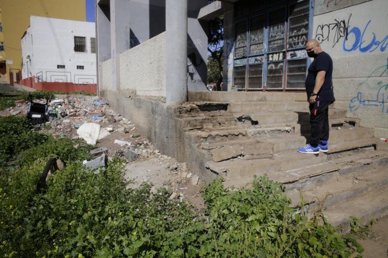 Recorrido por el barrio de Azorín con dirigentes vecinales
