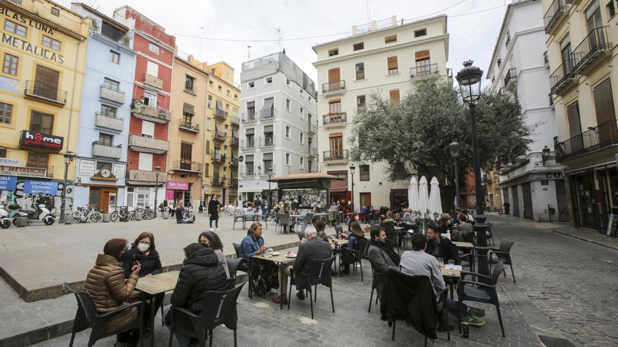 Adiós a la ampliación de 670 terrazas de bares y pubs en las zonas de ocio de València