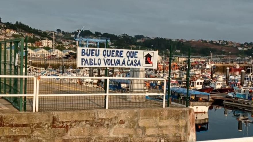Bueu se llena de pancartas para que el marinero Pablo Costas sea repatriado de Yemen
