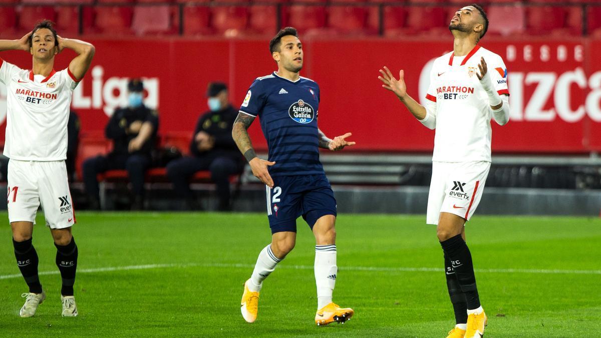 Hugo Mallo, después de defender un ataque del Sevilla