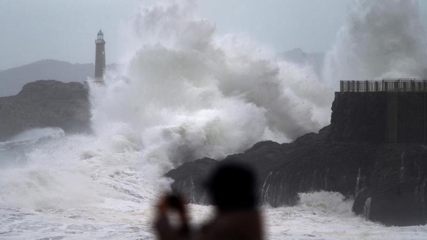 La Xunta activa la alerta naranja en el litoral de A Coruña y Pontevedra