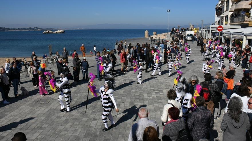 Les colles de Carnaval i l'Ajuntament de l'Escala acorden fer la rua de 2022