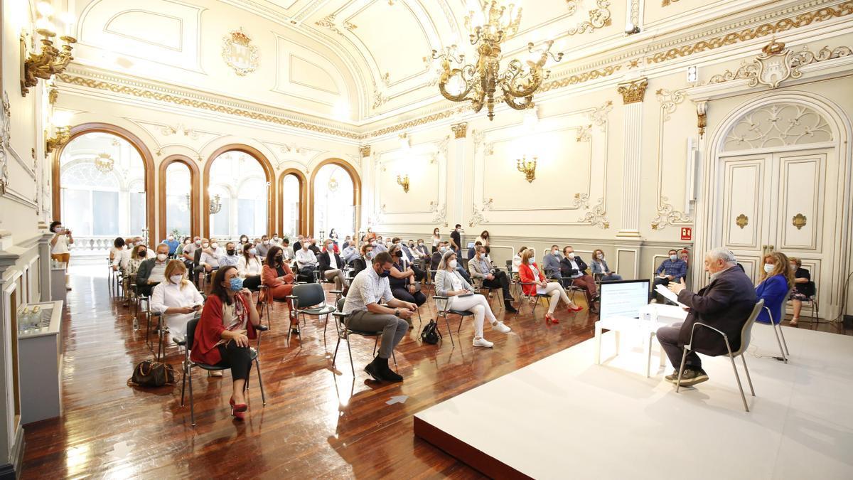 Reunión de alcaldes y ediles de los municipios de la provincia en la Diputación de Pontevedra