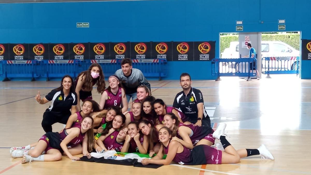El equipo extremeño, celebrando su último triunfo