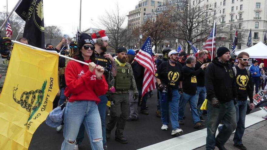 Cientos de seguidores de Trump protestan contra la victoria de Biden