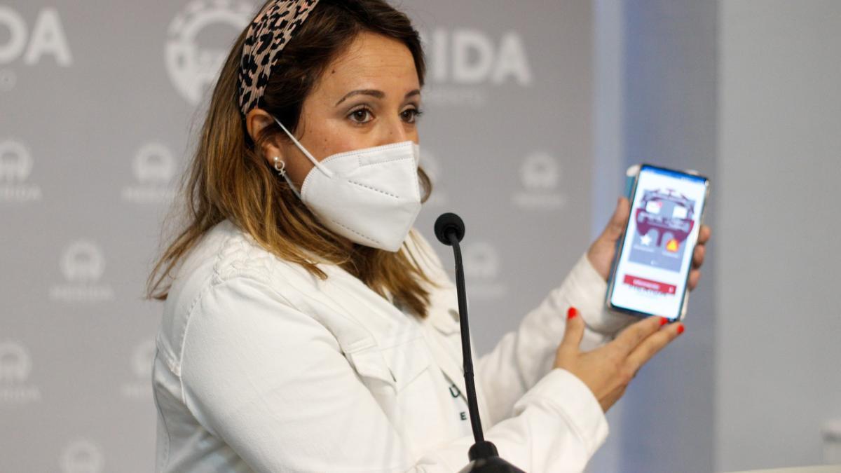 Aragoneses muestra la aplicación 'Mérida mejora', esta mañana en rueda de prensa.