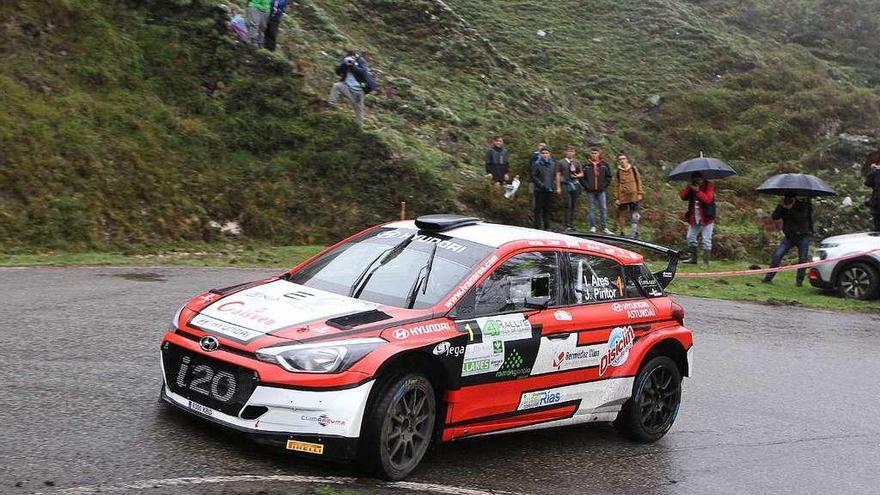 Iván Ares gana el Rally Villa de Llanes