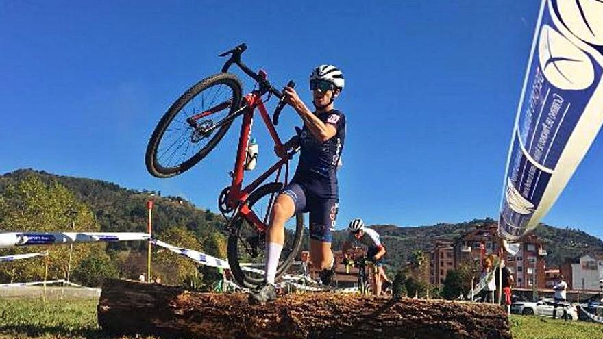 Ciclismo y boxeo reunieron a 270 deportistas en El Entrego y Laviana