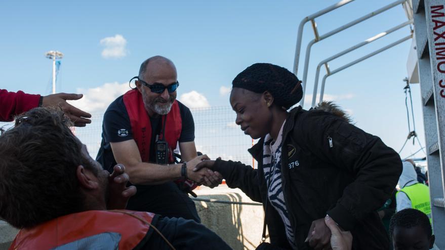 Los 102 migrantes del 'Aita Mari' desembarcan en Italia y guardarán cuarentena