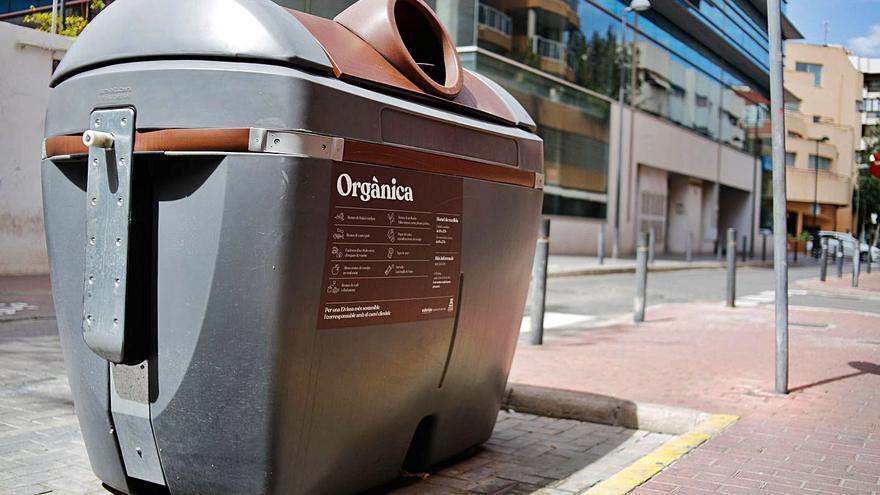 La ciudad de ibiza tapará los contenedores de orgánico para evitar los malos olores