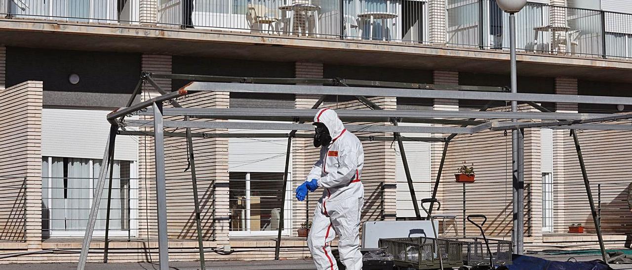 El ejército desinfectó la residencia de Altabix al inicio de la pandemia de coronavirus.  |