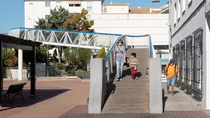 La pasarela peatonal sobre el TRAM entre el Ayuntamiento de Altea y el Centro Social se cerrará del 2 al 9 de noviembre por obras