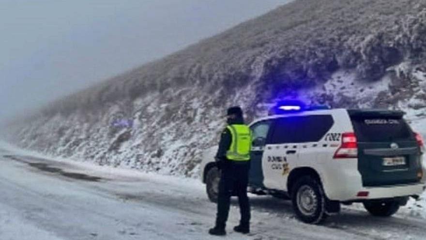 La nieve hizo intransitable una carretera en Valdeorras