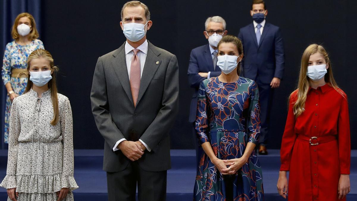 La familia real durante la recepción.