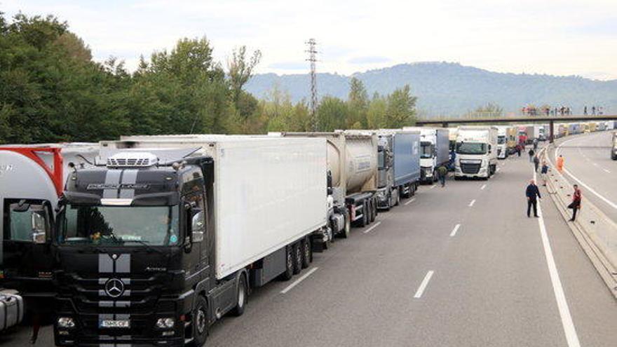 Donen pas alternatiu a l'N-II a Medinyà per permetre el retorn dels tractors