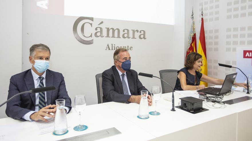 """CaixaBank y la Cámara de Comercio presentan el informe """"Alicante en cifras 2021"""""""