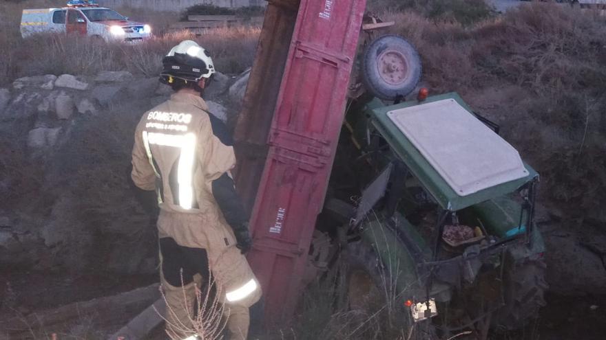 Herido un hombre tras caer con el tractor a una acequia entre Gallur y Magallón