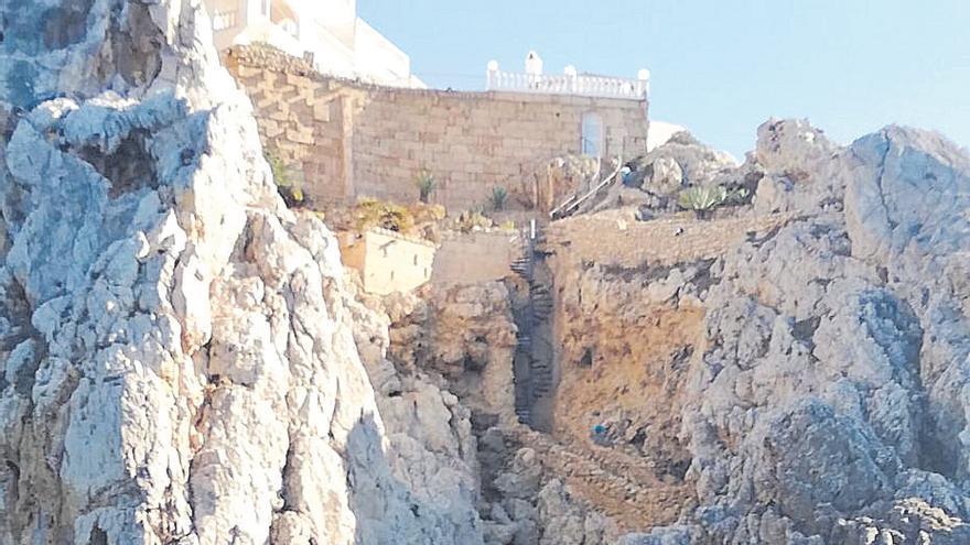 Detectan la construcción de terrazas sobre las rocas en una zona protegida de Calvià