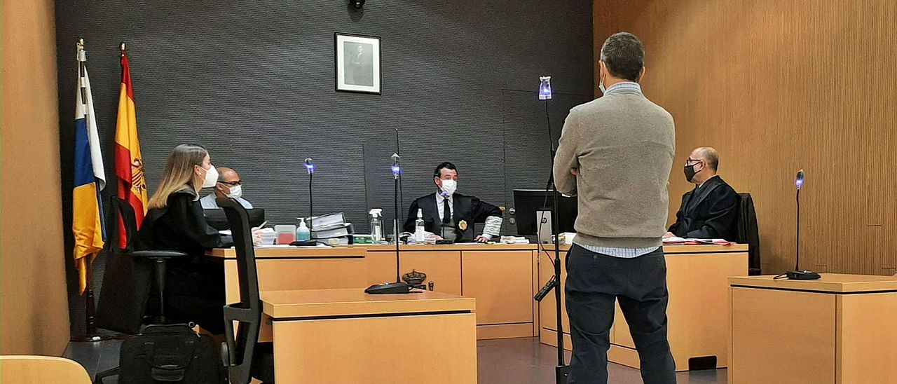 Uno de los peritos ayer ante el juez.