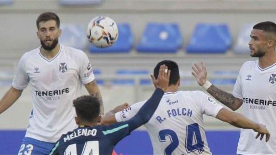 El Tenerife defiende un punto ante el líder