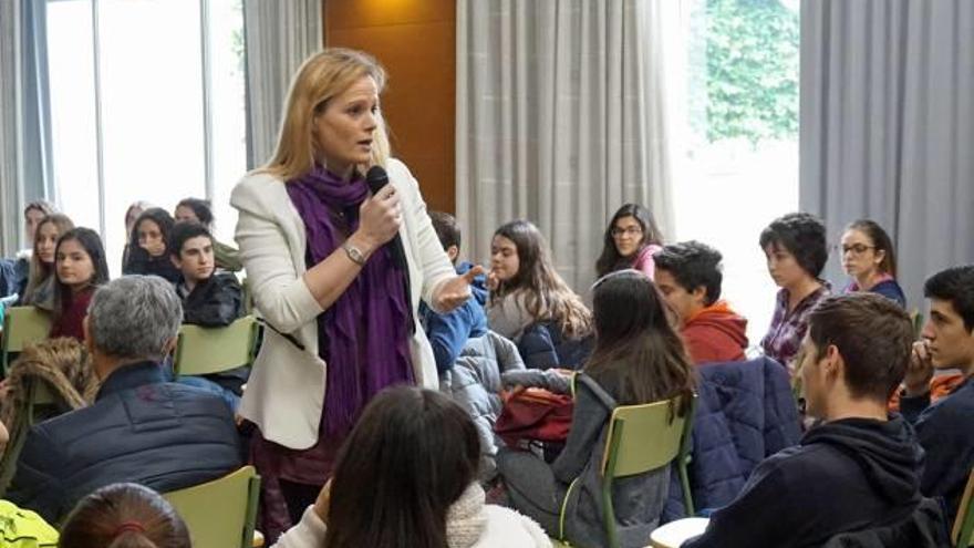 Zaida Cantera anima a los jóvenes de Onda a denunciar cualquier tipo de abuso