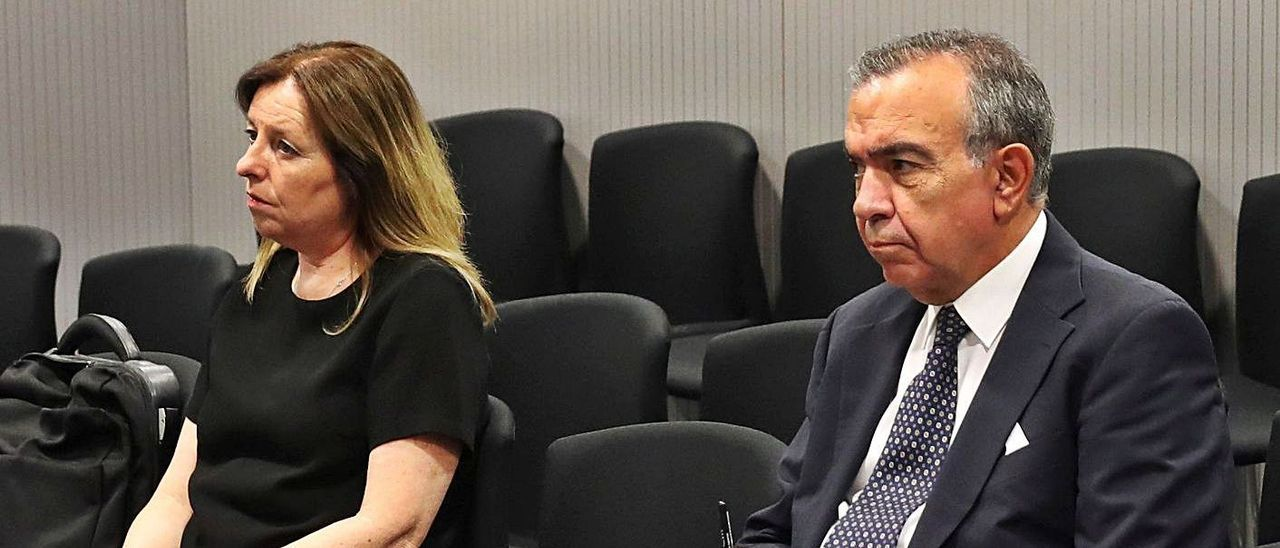 Roberto López Abad y María Dolores Amorós, los únicos exdirectivos expedientados