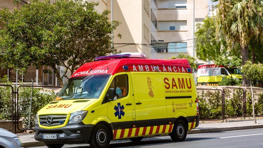 Dos motoristas heridos en dos colisiones con coches en Alicante