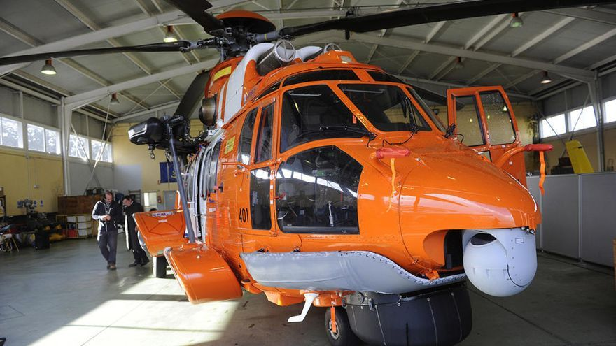 El helicóptero de Salvamento Marítimo recupera un cadáver a 19 millas de Galicia