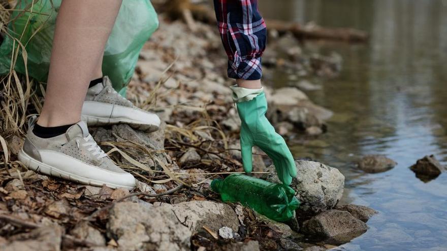 Saps quant triga a degradar-se el plàstic?