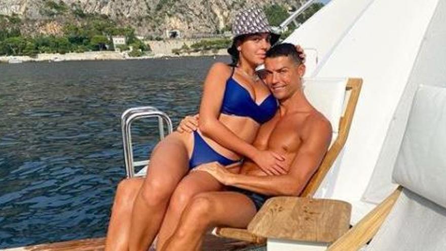 Cristiano Ronaldo ja és a Eivissa a bord del seu iot de cinc milions d'euros