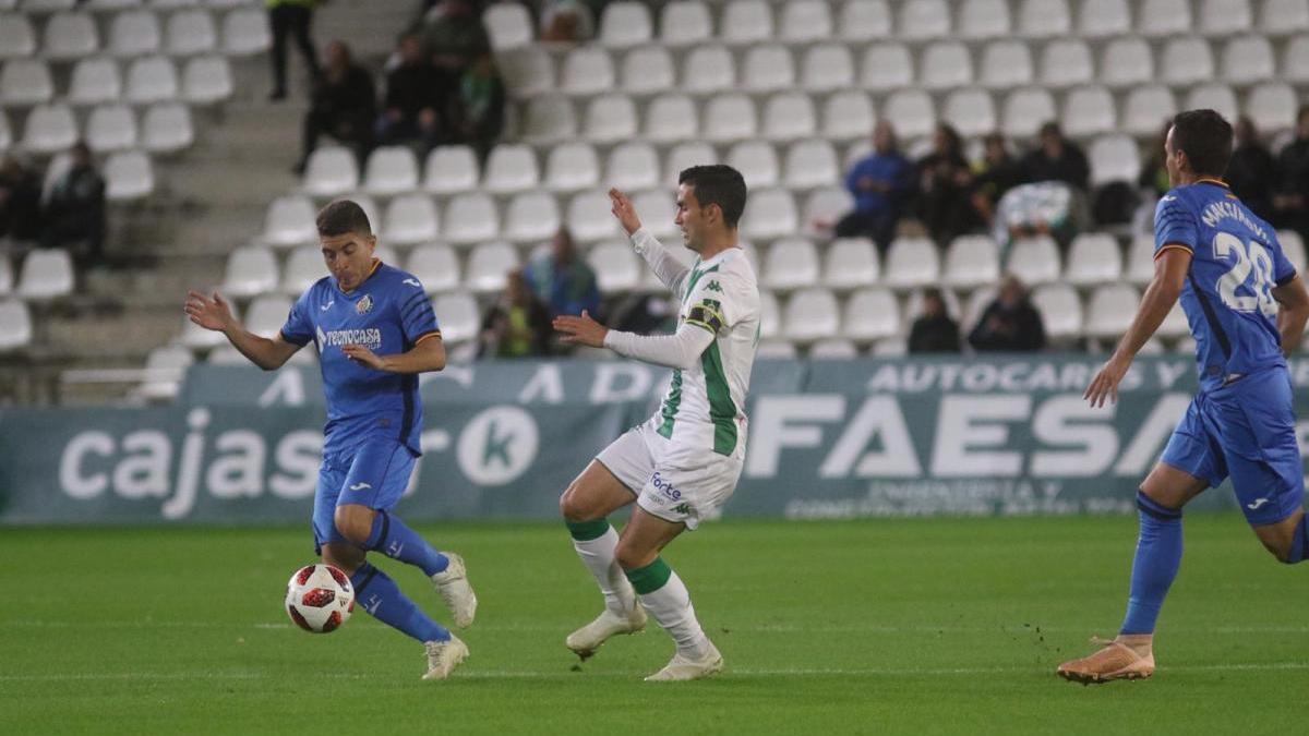 Un doblete de Jaime Mata enfría el sueño copero del Córdoba (1-2)