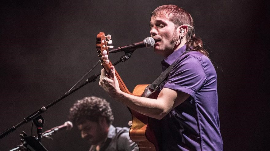 Cesk Freixas porta les cançons de «Memòria» al Teatre Municipal de Roses