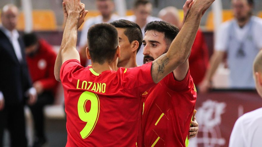 España golea y se cita en cuartos de final con Ricardinho