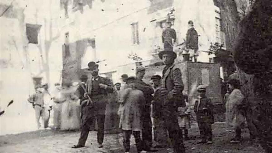 1899 - plaza del pilar.jpg