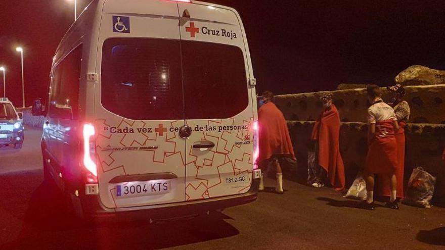 El Estado comienza a derivar migrantes de Lanzarote a la Península