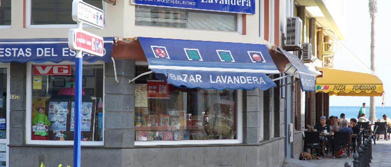 Imagen del Bazar Lavandera, en Gran Tarajal, donde se registró el premio de la Lotería Primitiva.