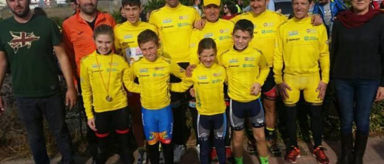 Los ciclistas de la Ribera brillan de nuevo en la cita de Villanueva   de Castellón
