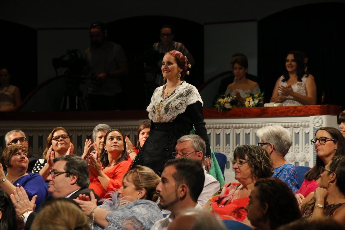 Imposición de bandas a la reina de las fiestas Natalia Palacio
