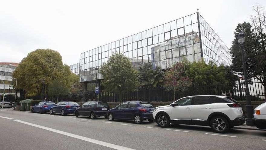 Zona Franca prepara su oferta por el edificio de informática de Caixanova