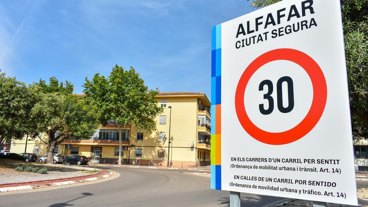 Cartel a la entrada de Alfafar
