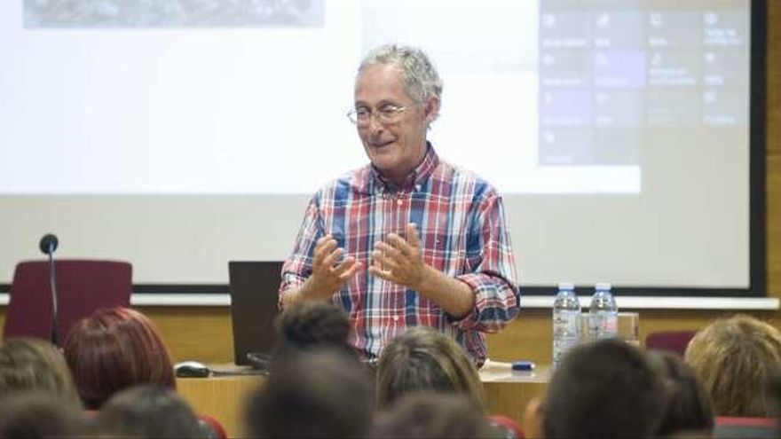 El genetista Ángel Carracedo ofrece la charla de inicio de curso del Puga Ramón