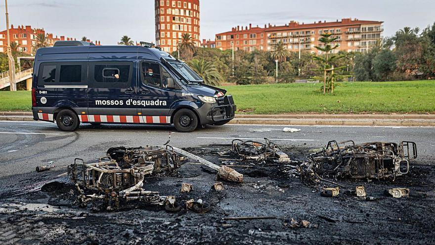 Trenta detinguts i 39 ferits a Barcelona en una nova nit de «macrobotellon»