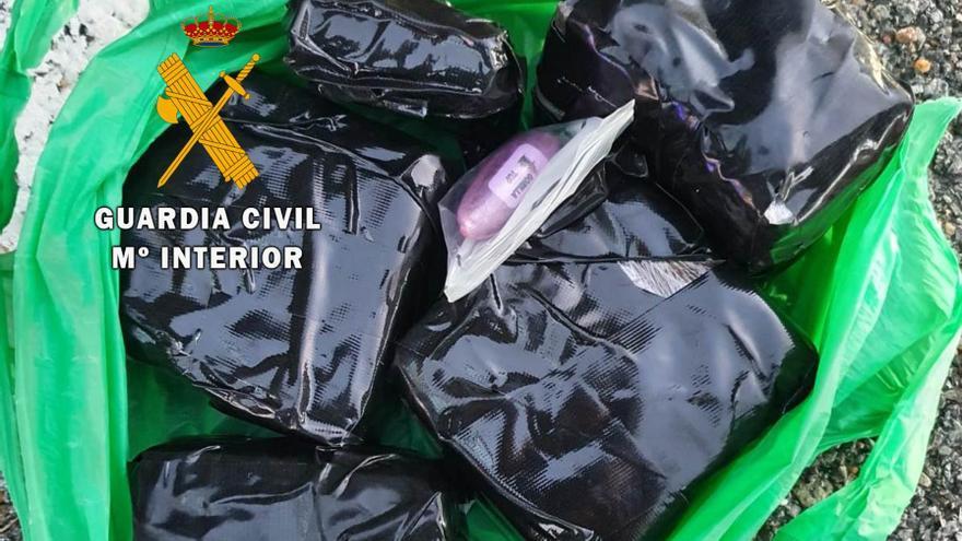 Dos detenidos en Corrales del Vino (Zamora) por transportar hachís en el maletero