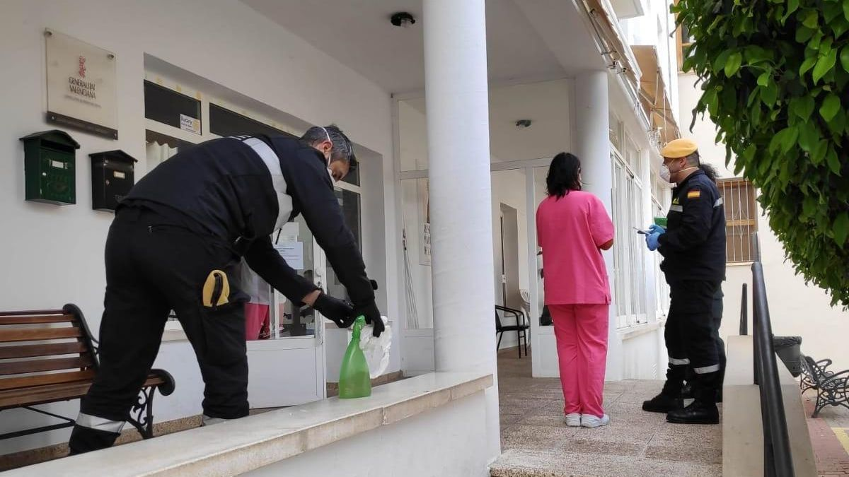 Inspección y desinfección en la residencia de Ondara, donde no hay contagiados